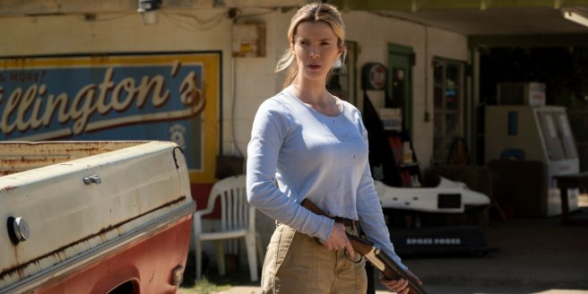 Betty-Gilpin-in-The-Hunt-movie-2019-1